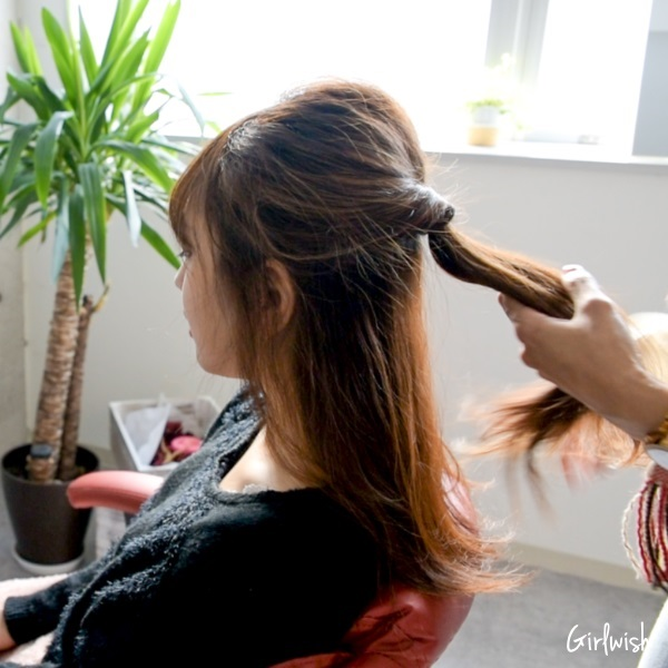 ミディアムヘアで簡単に作れる、くるりんぱハーフアップ♡